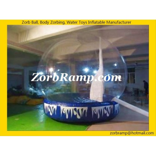 23 Xmas Inflatable Showing Globe